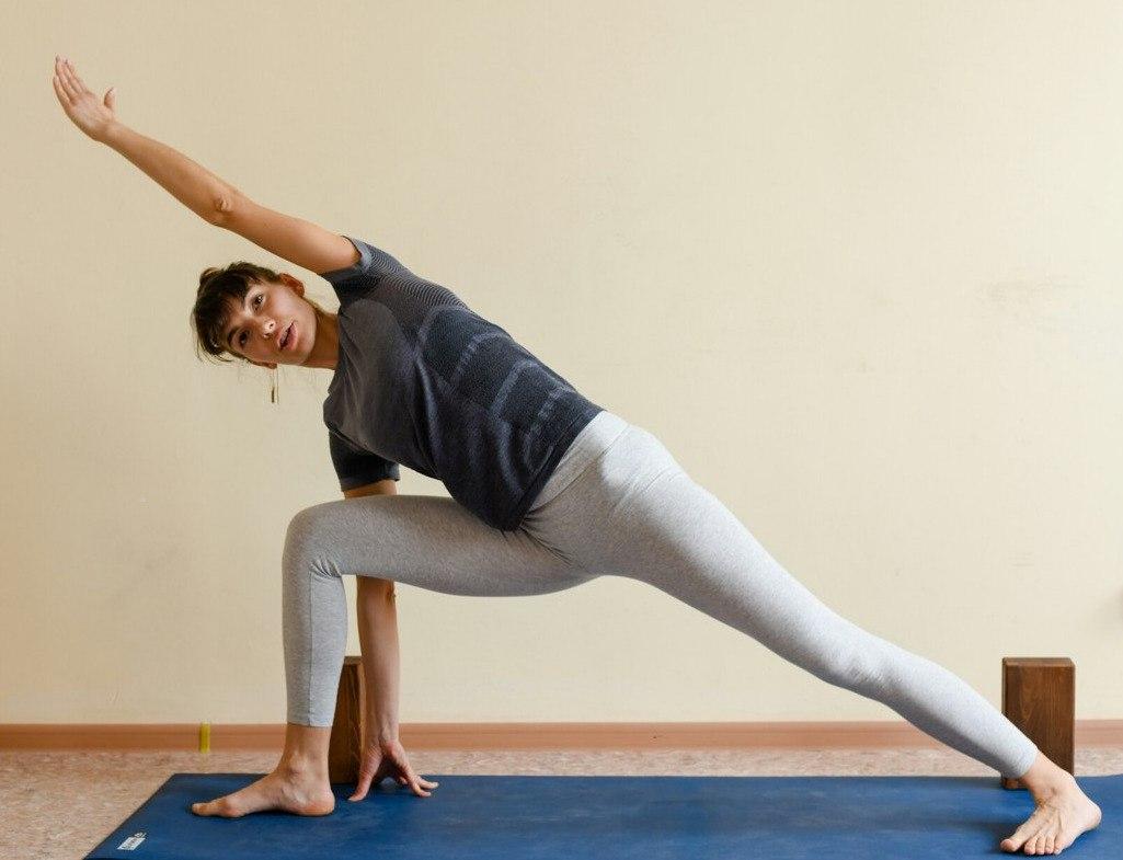 Поднятие живота в йоге